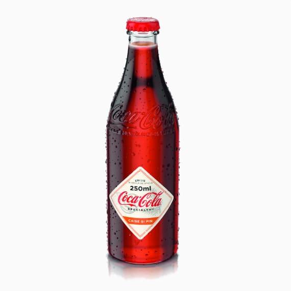 gazirovannyj napitok coca cola specialty abrikos ananas 0.25 l