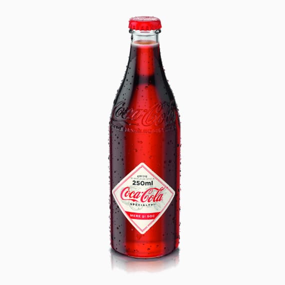 gazirovannyj napitok coca cola specialty jabloko buzina 0 25 l